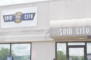 Spin City, yang terletak di Miller Road di Flint Township, telah ditutup sejak Februari 2019 setelah gencatan dan penghentian pemesanan yang dikeluarkan oleh kantor Jaksa Agung Michigan. Foto oleh Ben Gagnon